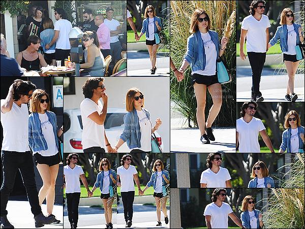 27/09/2015 : Miss Hale et Anthony sont allés déjeuner au restaurent The Aroma Cafe dans Los Angeles.  Notre petite brunette est toujours sur un petit nuage avec son chéri. Ils ont l'air plus heureux que jamais tous les deux. - J'adore ce couple !