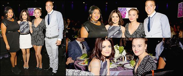 12/11/2015 : L. s'est rendue au  Zimmer Children's Museum Discovery Award Dinner à Universal City.  Je trouve sa tenue très sympa et même assez chic. Lucy est mignonne, comme toujours. Plus : Découvrez la vidéo promo pour le flash-forward.