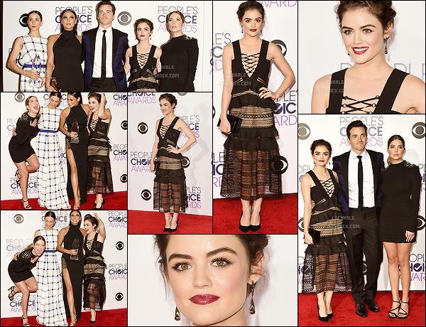 06/01/2016 : Lulu et ses co-stars de PLL se sont rendus à la cérémonie des People's Choice Awards à LA.  Première news de l'année pour Lucy qui porte une tenue spéciale mais ça lui va bien. PLL a remporté le prix de la série drama préférée du câble.