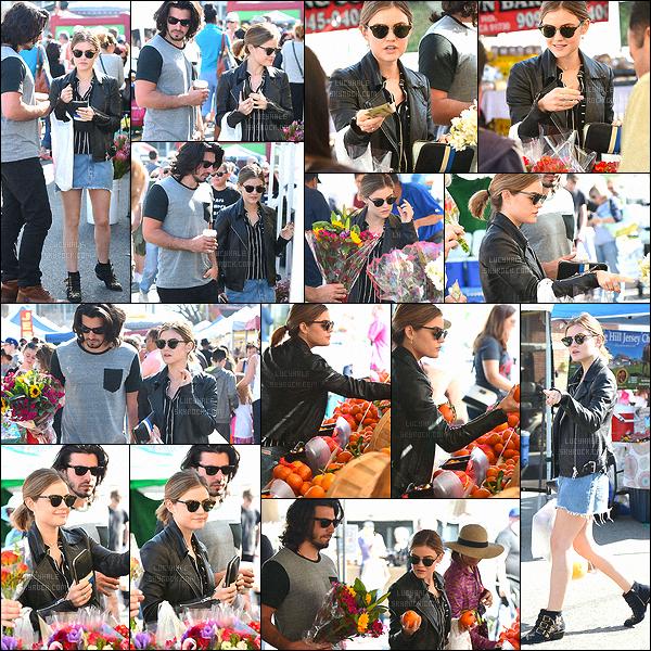 28/02/2016 : Lucy, accompagnée de son chéri Anthony, est allée faire un tour au marché fermier de LA.  Quel plaisir d'avoir un nouveau candid de notre Lucy. Je la trouve très belle même si j'aurais préféré un jean à la place de la jupe. Un petit top !