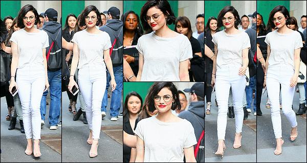 17/04/2017 : Nos actrices se sont rendues à New York pour la promotion de la fin de Pretty Little Liars.  J'adore les photos qu'elles ont prises. Surtout dans la toute petite salle. Lucy porte vraiment bien ses lunettes de vue. Niveau tenue, c'est très joli.