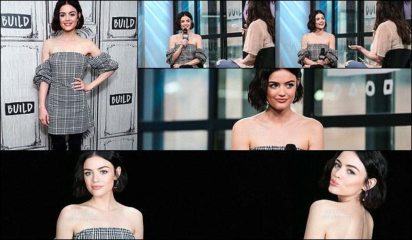 20/04/2017 : Notre brunette a participé à l'émission AOL Build Live pour parler de PLL et de Life Sentence.  Elle portait une robe à carreaux et de grandes bottes. Je n'aime décidemment pas ses tenues de promo.. Elle a également réalisé des photos portrait.