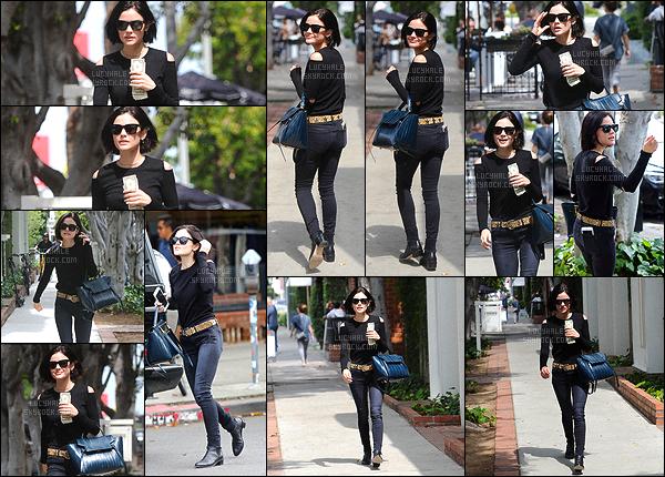 09/05/2017 : Notre jolie Lulu a été aperçue lorsqu'elle faisait du shopping à Melrose Place. (Los Angeles) Notre brunette adorée était très souriante envers les paparazzis lors de cette sortie. J'adore la voir de bonne humeur. Niveau tenue, un beau top !