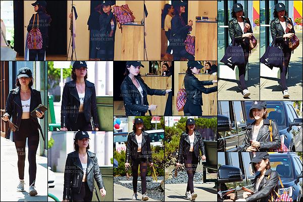 05/06/2017 : Lucy a fait du shopping au magasin The Reformation Store à Melrose, dans Los Angeles. Elle a l'air d'être sortie du sport.  La miss porte une très belle veste en cuir et je l'aime bien avec une casquette sur la tête. - Qu'en penses-tu ?