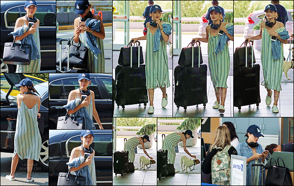 12/08/2017 : Miss Hale prenait un vol à l'aéroport de Vancouver pour se rendre aux Teen Choice Awards. Pour cette journée, elle porte une robe à rayures vertes décontractée avec des sortes de Van's. C'est pas très joli mais c'est bien pour l'avion. Vos avis ?