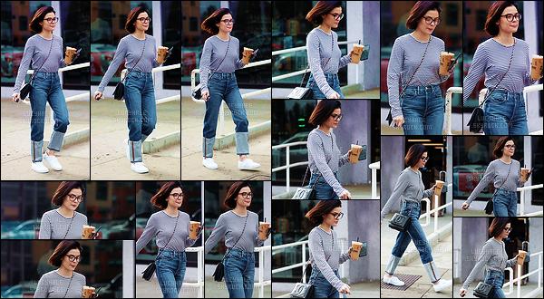 20/12/2017 : La belle Lucy prenait un café glacé au Alfred Coffee qui se trouve dans le c½ur de Los Angeles. Sa tenue est très simple mais j'aime beaucoup. C'est tout à fait quelque chose que je pourrais porter. C'est un beau top pour moi ! Qu'en pensez-vous ?
