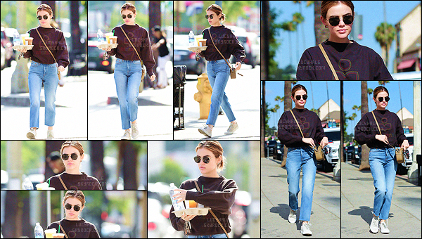18/06/2018 : Notre jolie Lucy a été vue alors qu'elle sortait d'un Starbucks avec plusieurs boissons dans LA. J'aime bien son pull qu'elle a du prendre quelques tailles au dessus. Avec le jean, ça rends pas mal du tout. C'est un top pour cette tenue décontractée.