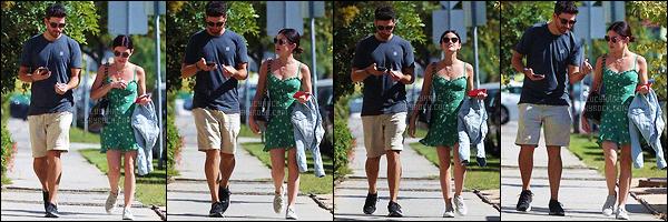 27/06/2018 : Durant la matinée, L. s'est rendue à un rendez-vous avec un homme dans le Griffith Park à LA. Ayant ratée sa séance de sport de la matinée, la miss s'est également rattrapée en début d'après-midi. Toujours aussi mimi, j'aime bien sa brassière.