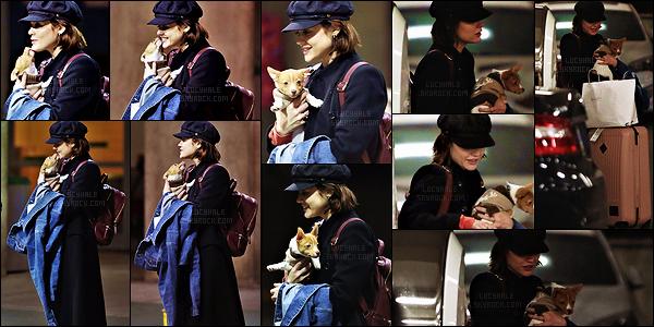27/11/2017 : Miss Hale, après avoir visité sa famille, est de retour à Vancouver pour le tournage de LS. On retrouve notre actrice de bonne humeur après son vol du Tennessee. Elle est trop mignonne avec son petit chien, j'adore. Quels sont vos avis ?