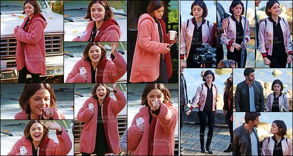 01/11/2017 : Lucy Hale, de retour sur le tournage de Life Sentence, tournait une nouvelle scène à Vancouver. L'actrice est tellement adorable avec les paparazzis, je ne le dis jamais assez. Elle respire la joie de vivre, je l'aime tellement. Quels sont vos avis ?