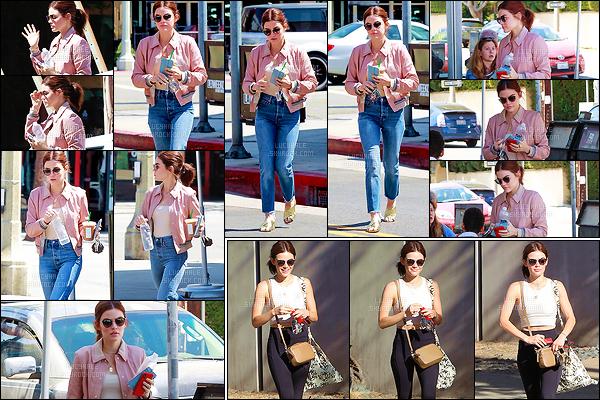 19/06/2018 : La belle Lucy, lunettes sur le nez, a été aperçue se baladant dans les rues de Studio City. (LA) Plus tôt dans la journée, c'est à la salle de sport que notre actrice adorée se rendait. Jolie tenue et quel plaisir de la voir si joyeuse ! - Deux beaux tops.