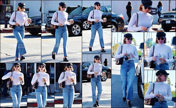 19/12/2018 : Luc' a encore été aperçue alors qu'elle s'était acheté une boisson glacé au Starbucks, à LA. Les paparazzis ne la lâche donc jamais et elle est toujours très agréable avec eux. Niveau tenue, ce n'est pas vraiment mon style. Un flop pour moi..