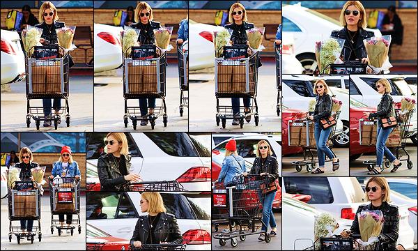 21/11/2018 : Miss Hale, accompagnée de sa meilleure amie Annie, est allée faire quelques courses à Ralph's. C'est mignon cette complicité entre les deux meilleures amies. Elles font même leurs courses ensemble, je les trouve adorable franchement. Nouveau top.
