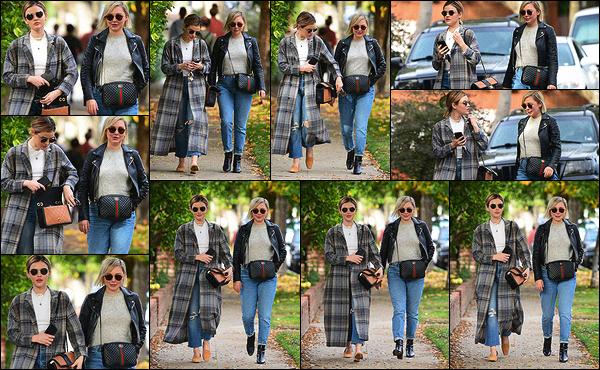 09/12/2018 : Lucy Hale et son amie Annie Leonard sont parties déjeuner dans un restaurant de Los Angeles. Pour l'occasion, Lucy a revêtue l'un de ces longs manteaux, cette fois-ci à la mode écossaise. J'aime bien la tenue d'Annie aussi, simple et efficace. Top !