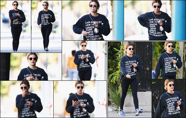 09/03/2019 : Dans la journée, Lucy a été vue alors qu'elle sortait de sa session de sport, dans Los Angeles. Les paparazzis ne la quitte déjà plus. La belle ne relâche pas les efforts et a repris rapidement le sport en salle. La tenue est simple et pratique, un top !