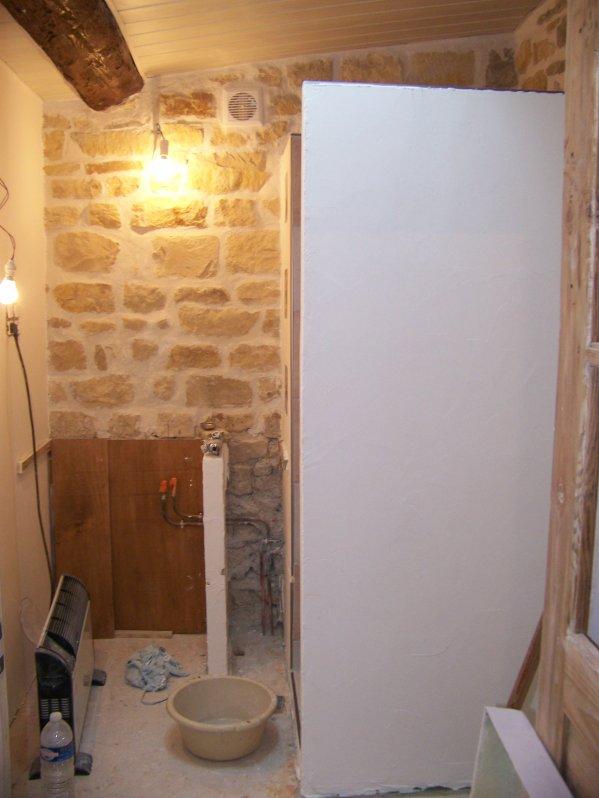 Enduit sur murs salle de bain maison vigneronne auvergnate - Enduit salle de bain impermeable ...