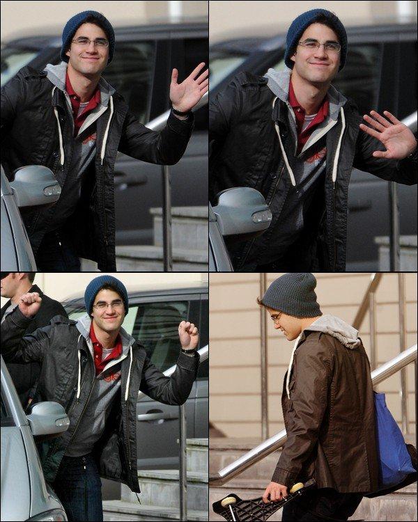 . 21 JUIN        Darren rencontrant ses fans dans les rues de Milan (Italie) ! .