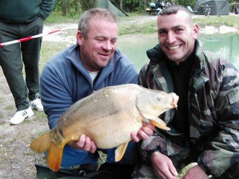 voici une séssion a l'étang de l'armée avec moi,mon pere et son ami john