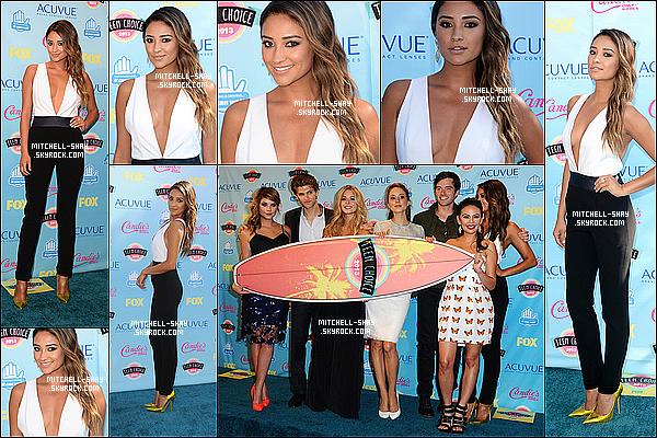 11/08/13 : Shay était présente au Teen Choice Awards accompagné du cast de PLL.