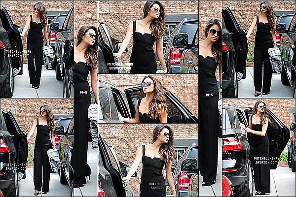 17/03/13 : Shay a été aperçu dans les rues de L.A  allant chercher des cafés.