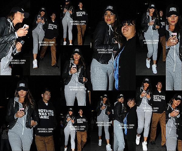 08/10/13 : Shay a été aperçu avec son frère a la sortie d'un « Cinéma  » dans les rues de Los Angeles.   Après un film,  on a pu voir que Shay M. regardait beaucoup son téléphone et a aussi posé avec quelques fans présent dans ce cinéma.