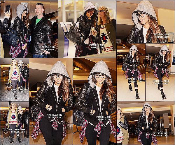 31/01/14 : Shay a été vu de retour après   son voyage en Afrique (Kenya) par l'aeroport    JFK    a Los Angeles.   Cela fait un petit moment que l'on n'avait pas eu droit a une sortie de  Shay sa fait plaisir même si elle est en mode je me cache mais bon.