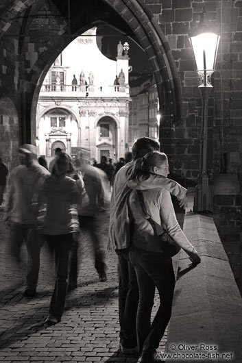 Les souvenirs sont nos forces. Quand la nuit essaie de revenir, il faut allumer les grandes dates, comme on allume des flambeaux.