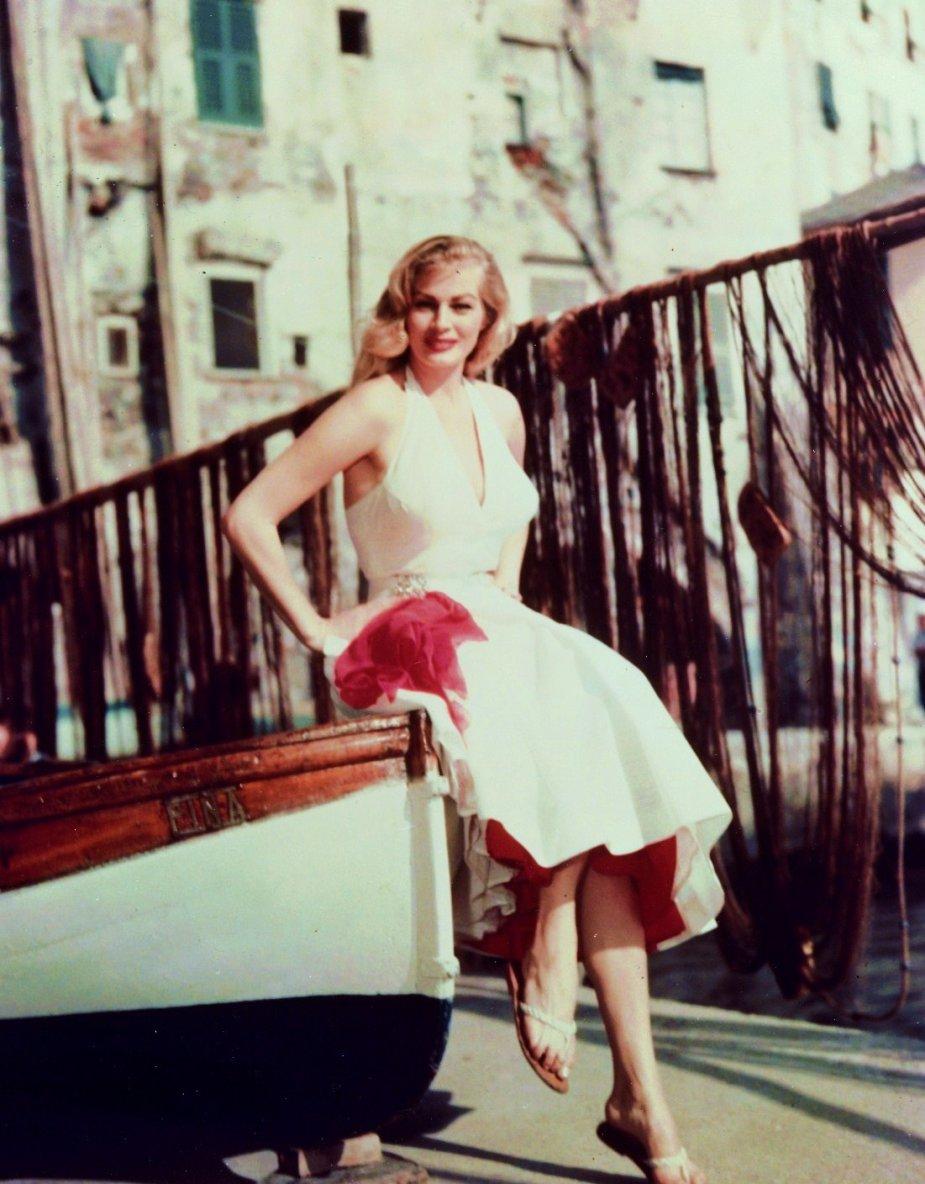 Anita EKBERG, de son vrai nom Kerstin Anita Marianne EKBERG est un mannequin et une actrice suédoise, née le 29 septembre 1931 à Malmö.