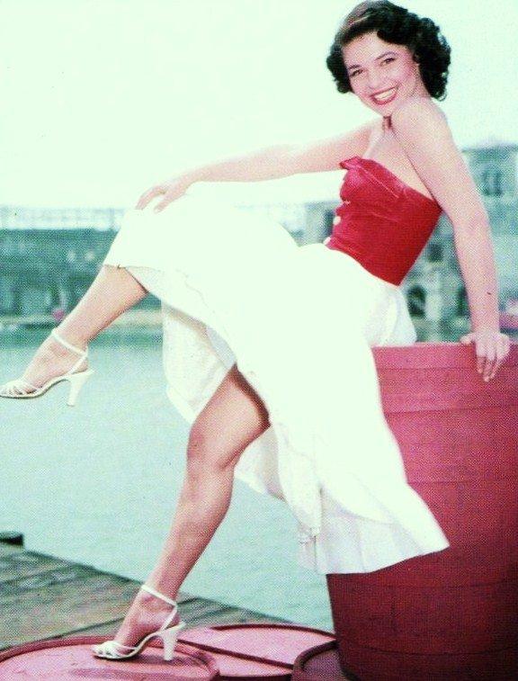 Anna Maria Louisa ITALIANO, dite Anne BANCROFT, née le 17 septembre 1931 à New York et morte le 6 juin 2005 à New York, est une actrice et réalisatrice américaine.