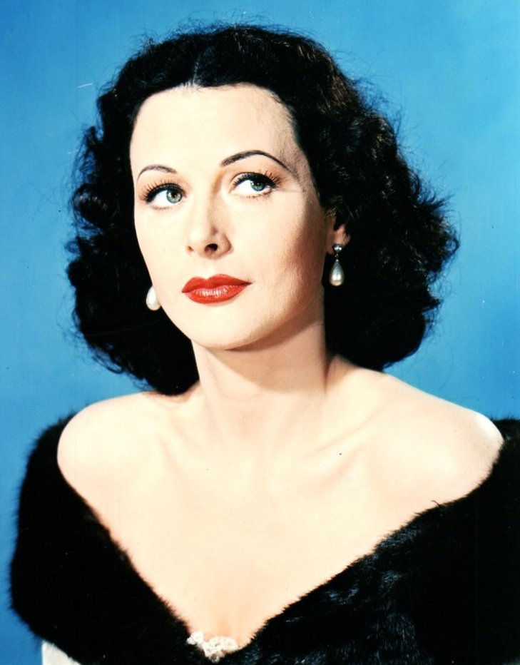 Hedy LAMARR est une actrice, productrice et inventrice américaine, née Hedwig Eva Maria KIESLER le 9 novembre 1914 à Vienne (Autriche-Hongrie), décédée le 19 janvier 2000 à Altamonte Springs (Floride). Elle compte parmi les actrices mythiques du cinéma américain.