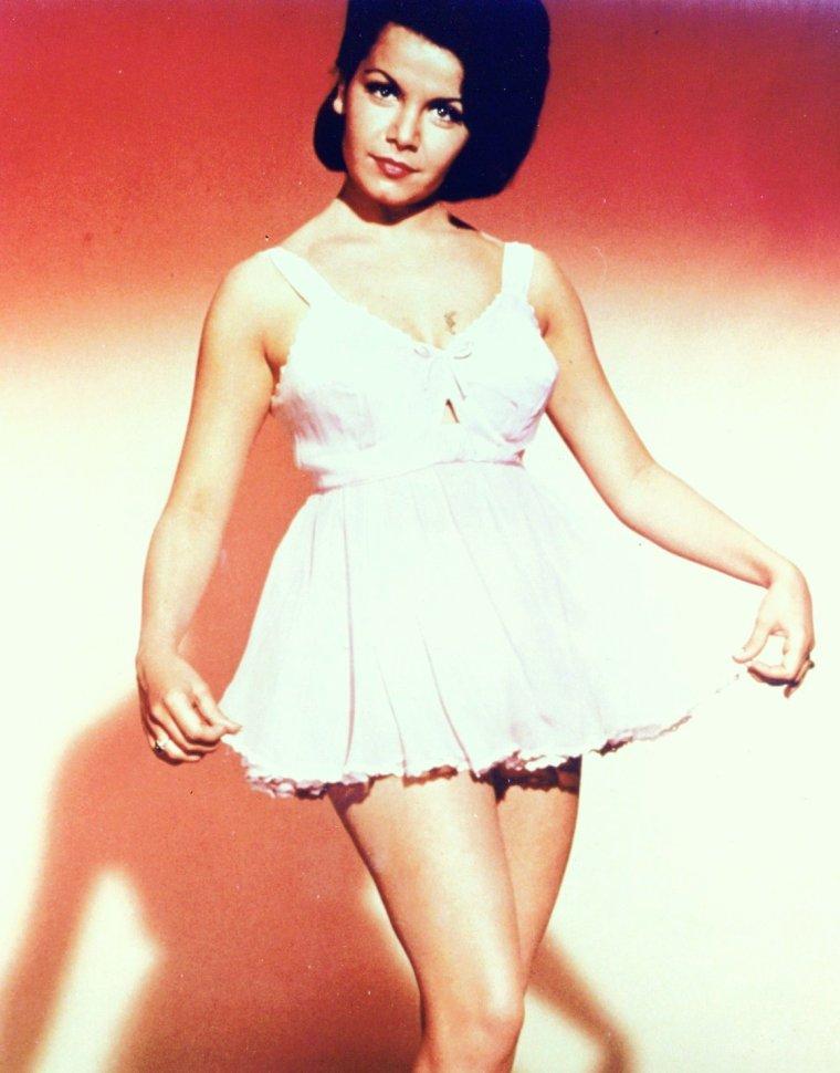 """Annette FUNICELLO est une actrice et chanteuse américaine née le 22 octobre 1942 à Utica (New York), décédée le 8 Avril 2013. Elle a fait partie de la première version de l'émission """"The Mickey Mouse Club""""."""