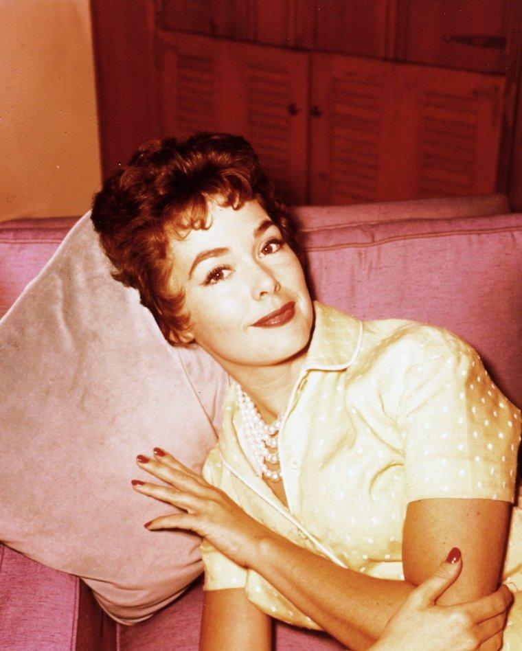 Barbara RUSH est une actrice américaine née le 4 janvier 1927 à Denver, Colorado aux États-Unis.