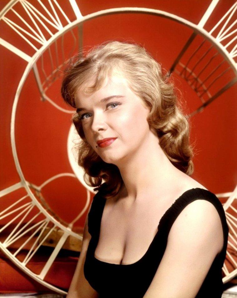 Anne FRANCIS, née à Ossining, État de New York, le 16 septembre 1930, et morte à Santa Barbara, Californie, le 2 janvier 2011, est une actrice américaine.