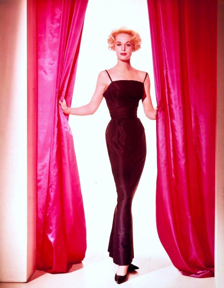 Nathalie Kay HEDREN, dite Tippi HEDREN, née le 19 janvier 1930 à New Ulm au Minnesota, est une actrice et productrice américaine.