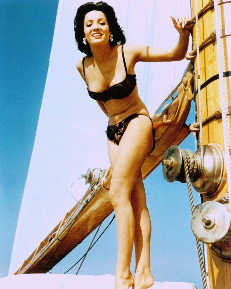 Linda CRISTAL (vrai nom Marta Victoria MOYA BURGES) est une actrice argentine née le 25 février 1934 à Buenos Aires (Argentine).