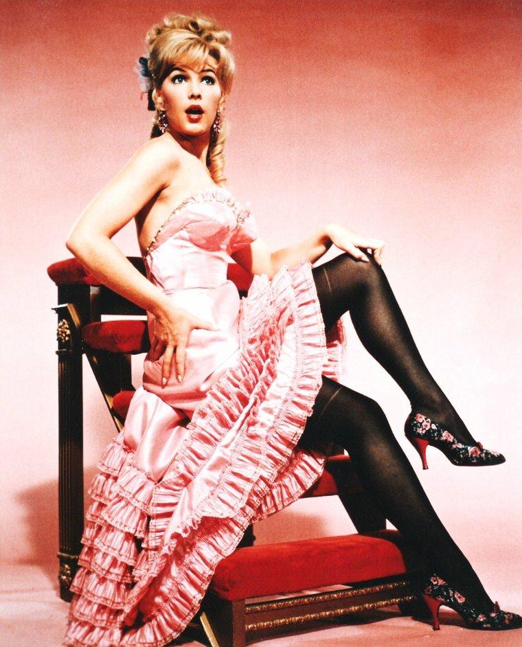 Stella STEVENS est une actrice, réalisatrice et productrice américaine, née le 1er octobre 1936 à Yazoo City, dans le Mississippi (États-Unis).