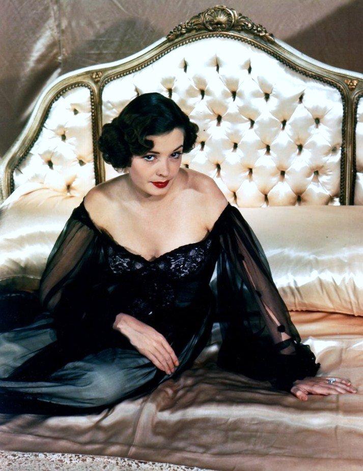 Jane GREER est une actrice américaine, de son nom complet Bette Jane GREER, née à Washington (District de Columbia) le 9 septembre 1924, décédée d'un cancer à Los Angeles (Californie) le 24 août 2001.