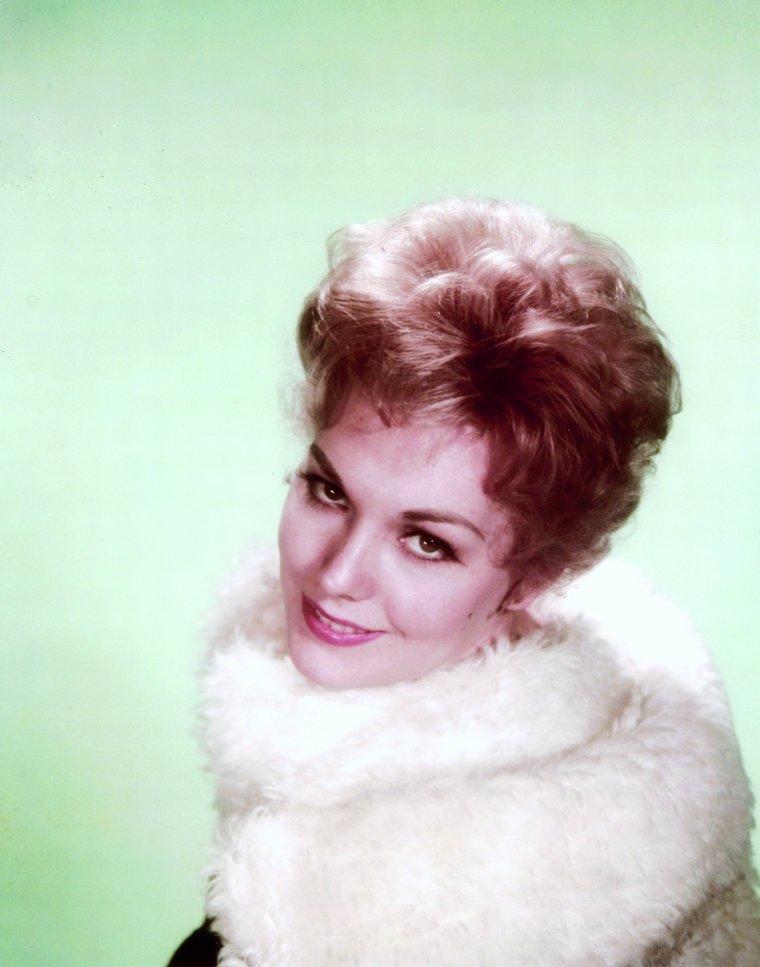 Kim NOVAK, née Marilyn Pauline NOVAK (13 février 1933 à Chicago, États-Unis), est une actrice américaine.