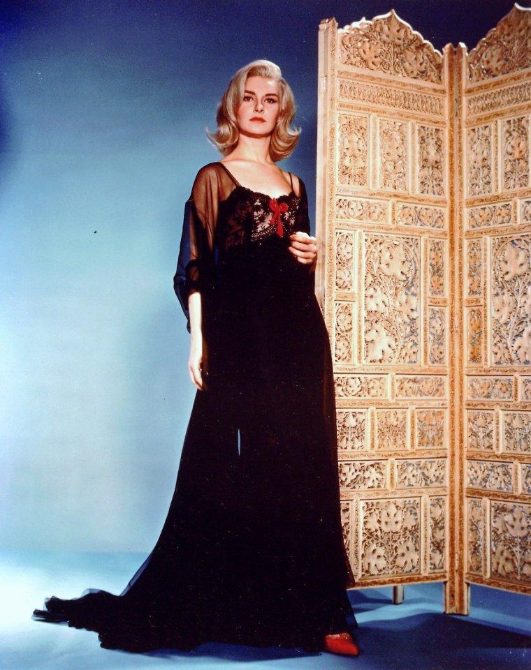Joanne WOODWARD, née Joanne GIGNILLIAT TRIMMIER WOODWARD, est une actrice, productrice et réalisatrice américaine née le 27 février 1930 à Thomasville (États-Unis).