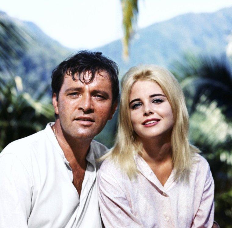 """Sue LYON née le (10 juillet 1946, à Davenport, Iowa) est une actrice américaine. Elle est connue pour avoir interprété le rôle titre du film """"Lolita"""" de Stanley KUBRICK (1962)."""