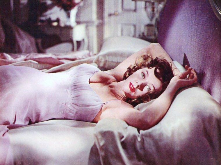 Gloria GRAHAME est une actrice américaine, née le 28 novembre 1923 à Los Angeles, et décédée des suites d'un cancer le 5 octobre 1981 à New York (États-Unis).