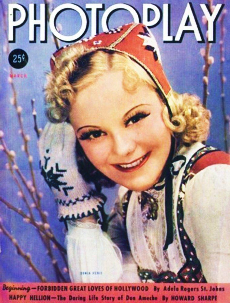 Sonja HENIE était une patineuse artistique et une actrice norvégienne, née à Oslo le 8 avril 1912, décédée de leucémie le 12 octobre 1969 dans un vol Paris-Oslo. Elle fut trois fois championne olympique ; dix fois championne du monde, un record qui n'est toujours pas battu aujourd'hui. Elle était la fille de Wilhelm HENIE, champion du monde de cyclisme sur piste en 1894.