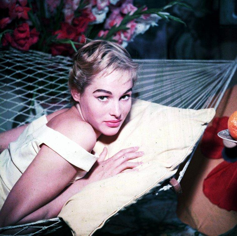 Ursula ANDRESS est une actrice suisse, née le 19 mars 1936 à Ostermundigen, dans le canton de Berne.