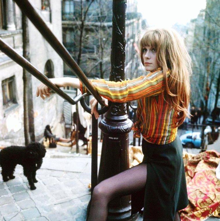 Françoise DORLEAC est une actrice française, née le 21 mars 1942 à Paris et morte dans un accident de la route le 26 juin 1967 à Villeneuve-Loubet, près de Nice. Elle était la s½ur de Catherine DENEUVE.