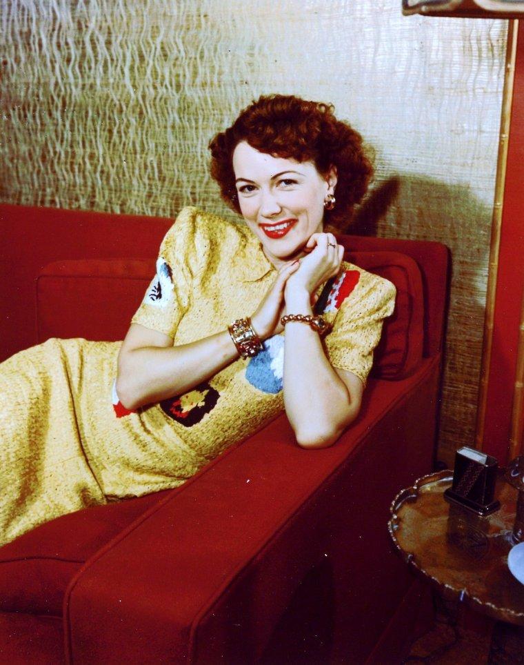 Eleanor POWELL est une danseuse et actrice américaine, née à Springfield (Massachusetts) le 21 novembre 1912, et morte d'un cancer à Beverly Hills (Californie) le 11 février 1982.