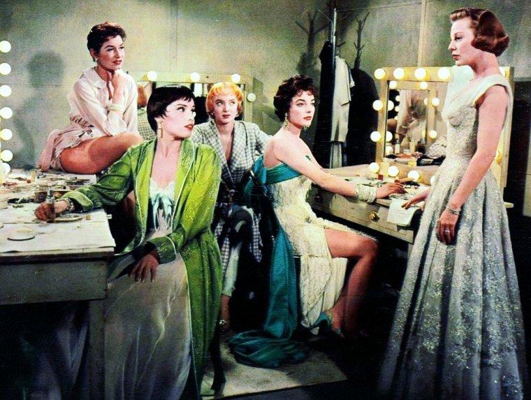 """Carolyn JONES (Amarillo, Texas, 28 avril 1930 – West Hollywood, Californie, 3 août 1983), est une actrice américaine dont le rôle le plus marquant fut celui de Morticia ADDAMS dans la série télévisée """"La Famille ADDAMS"""" (1964 - 1966)."""