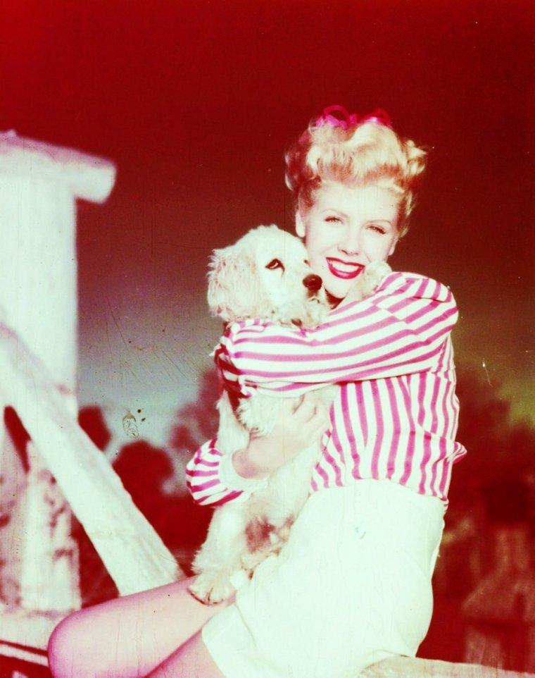 Marie MacDONALD (6 Juillet 1923 - 21 Octobre 1965) est une actrice et chanteuse américaine.