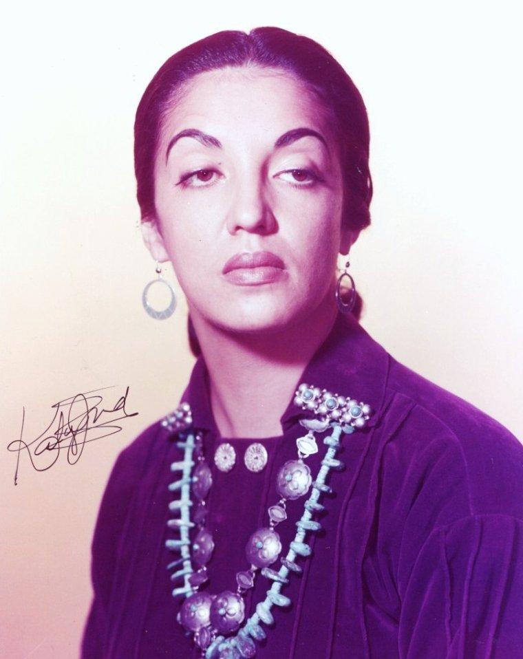 Katy JURADO (de son vrai nom Maria Christina Estella Marcella JURADO De GARCIA), née le 16 janvier 1924 à Guadalajara et décédée le 5 juillet 2002 à Cuernavaca, était une actrice mexicaine.