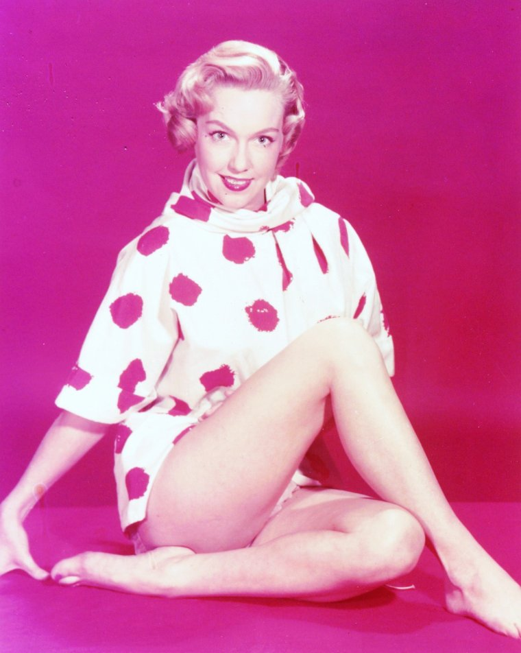 Martha Lee ESTES dite Leigh SNOWDEN est une actrice américaine (23 Juin 1929 - 16 Mai 1982).