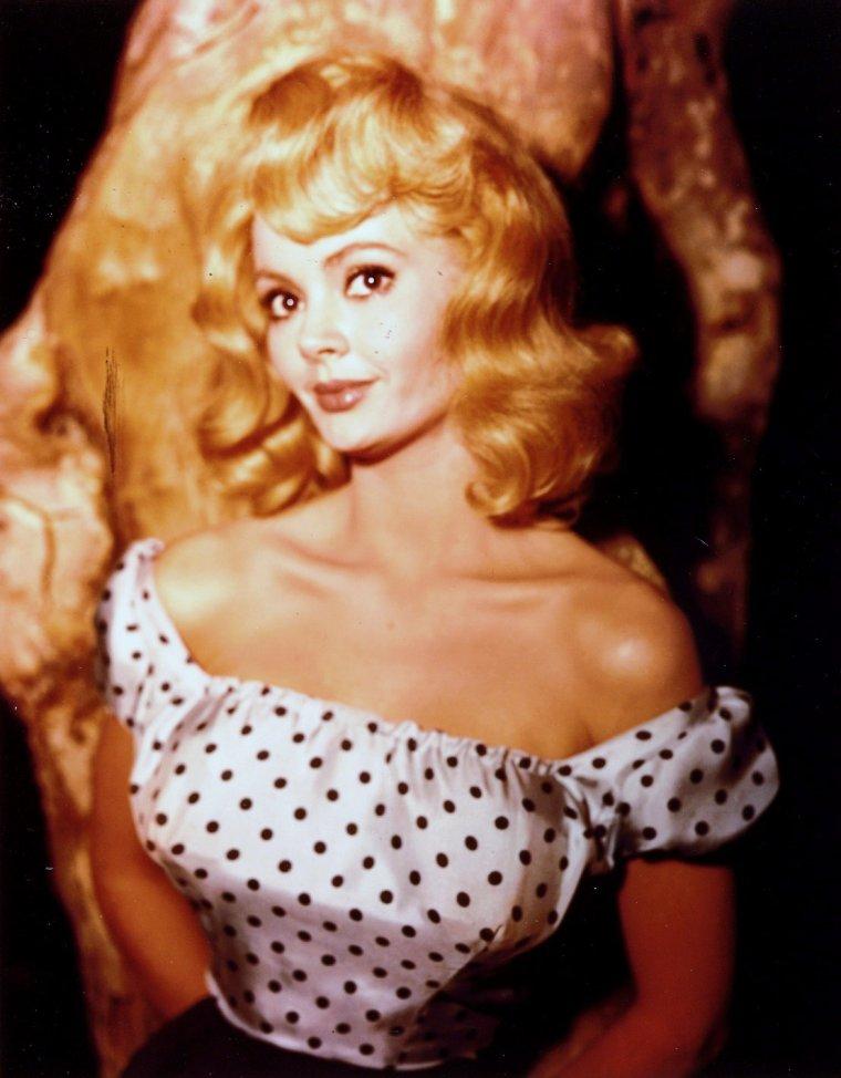 Jeannine RILEY est une actrice américaine née le 1er octobre 1940 à Madera, Californie (États-Unis).